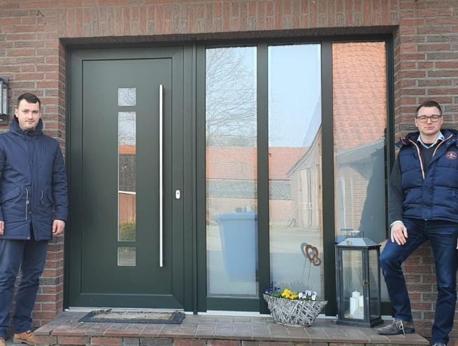 Roland Wolken (links) hat die P&R Fördergarantie genutzt. Beraten wurde er dabei von Außendienstmitarbeiter Uwe Willms (rechts).